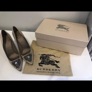 Brand new Burberry Satin Tan heels with rim stones